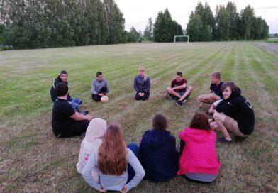 """Biedrības """"Līksnas jauniešu kopiena"""" organizētais pasākums """"24 h dabā"""""""